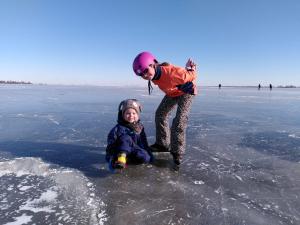 Liesbeth en Ruth op Eemmeer